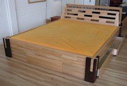 bettgestelle und bettrahmen f r wasserbetten. Black Bedroom Furniture Sets. Home Design Ideas